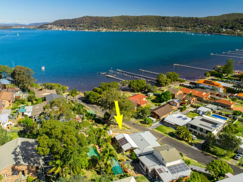 8 Noonan Point Avenue, Point Clare, NSW 2250