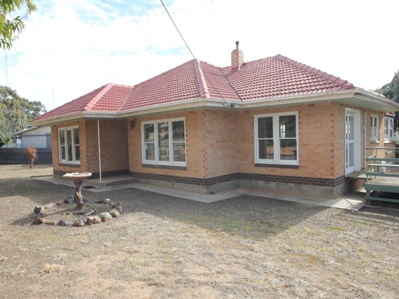 32 Bay Road, Moonta Bay, SA 5558