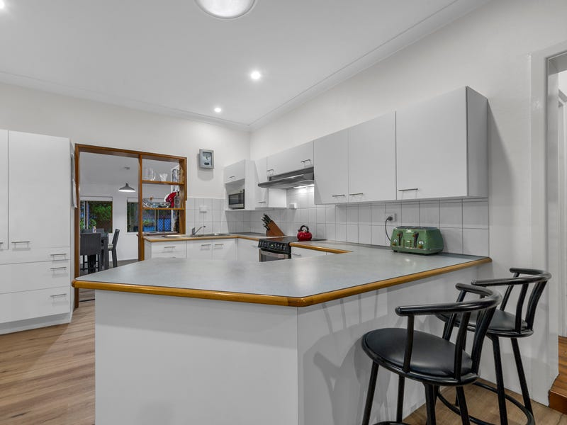 92 Seventeen Mile Rocks Road, Oxley, Qld 4075