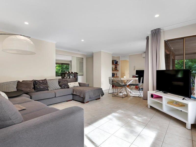 4/104 Clarence Road, Indooroopilly, Qld 4068
