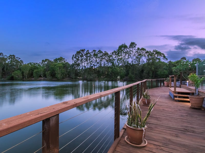 24 Martingale Circuit, Clear Island Waters, Qld 4226
