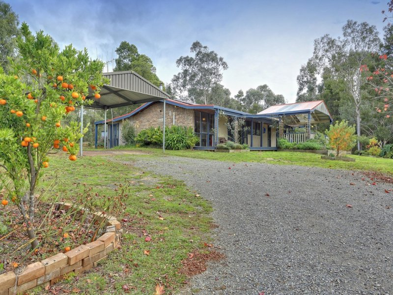 9 Cherry Road, Macclesfield, Vic 3782