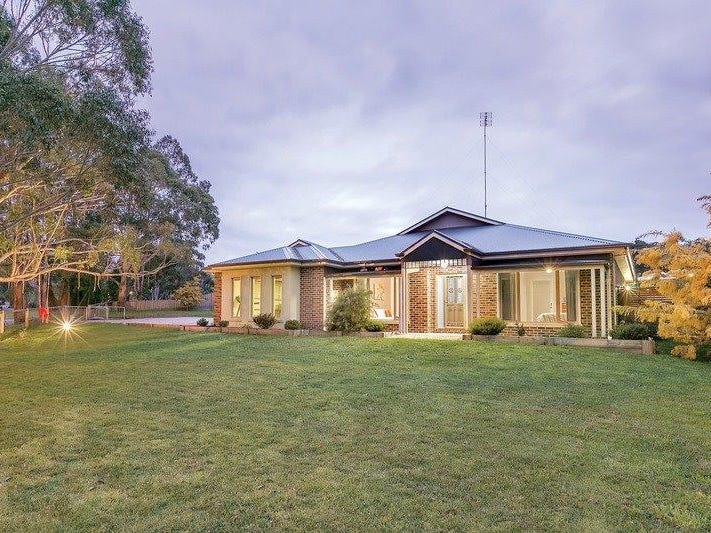 2 Longs Hill Road, Brown Hill, Vic 3350