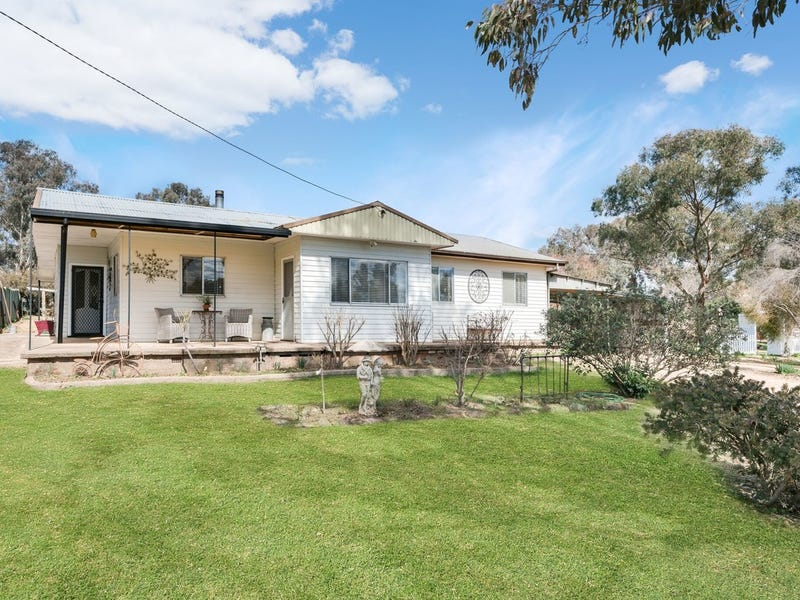 22 Orange Road, Manildra, NSW 2865
