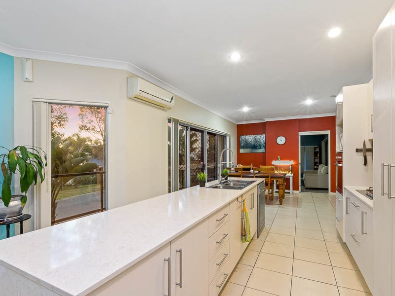 10 Wildflower Drive, Springfield Lakes