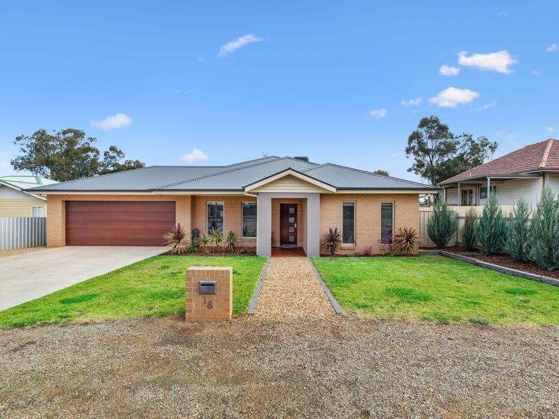 18 Bruce Street, Coolamon, NSW 2701