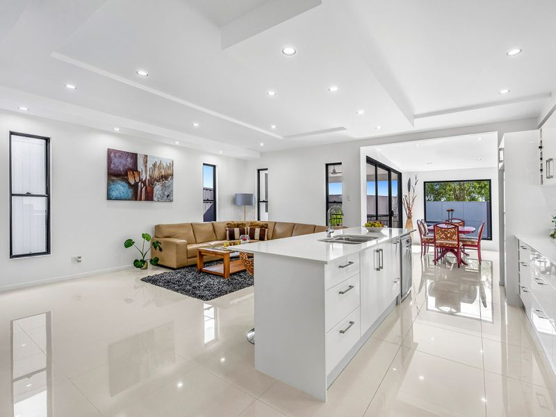 6 Debussy Place, Mount Ommaney, Qld 4074