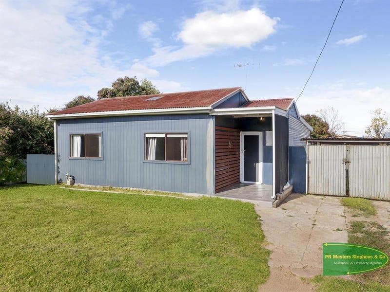 8 Moresby Way, West Bathurst, NSW 2795