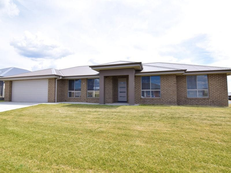 1 Basalt Way, Kelso, NSW 2795