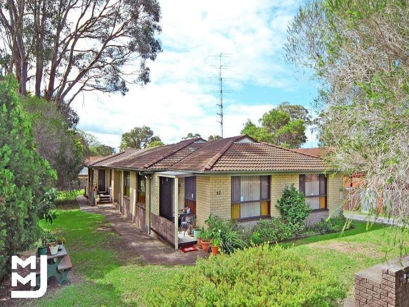 1/82 Barton Street, Oak Flats, NSW 2529