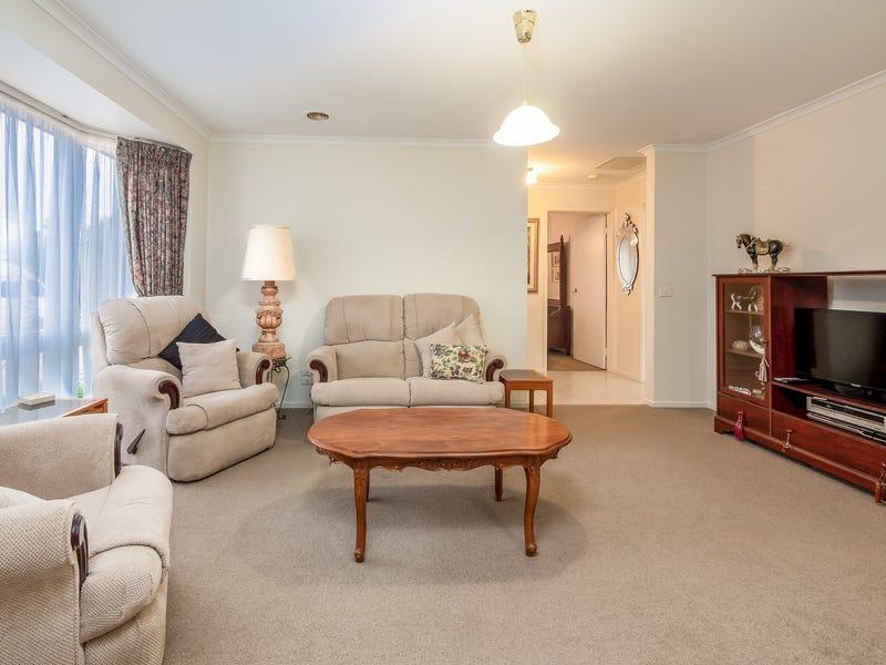 18 Stirling Avenue, Cranbourne North, Vic 3977