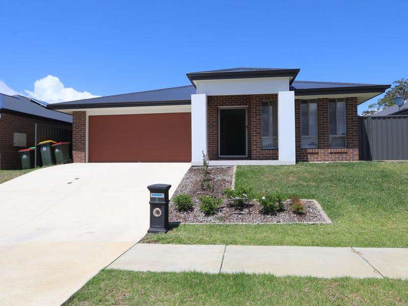 8 Barn Owl Avenue, Wadalba, NSW 2259