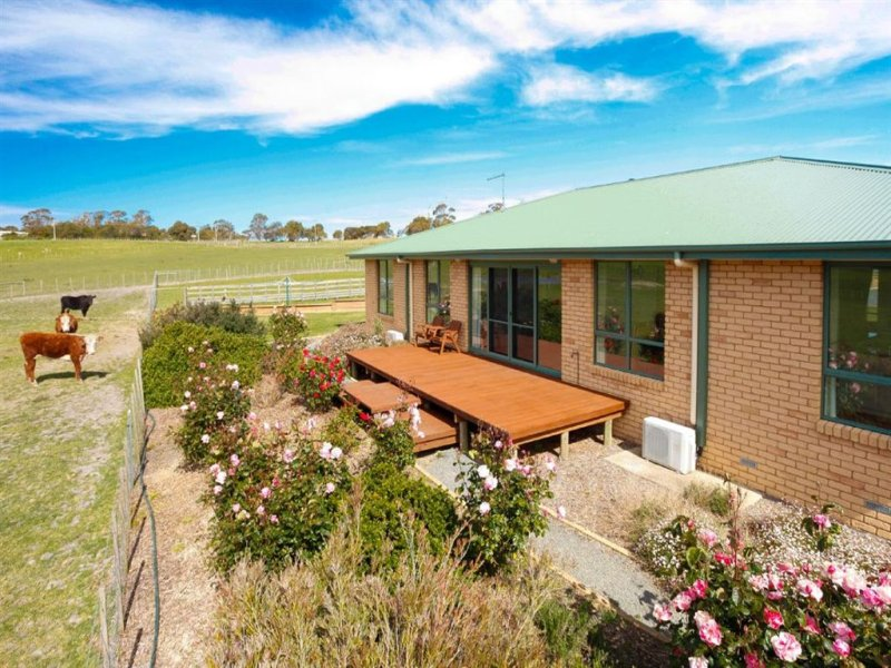 11 Clarence Point Road, Clarence Point, Tas 7270