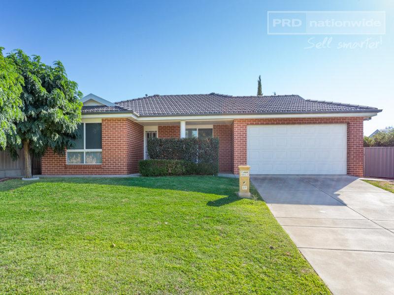 2/7 Kimberley Drive, Tatton, NSW 2650