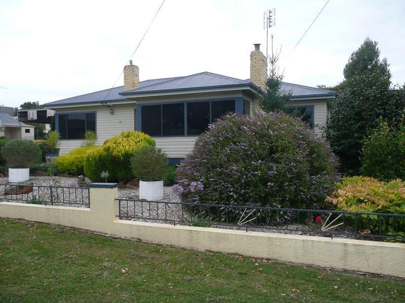 17 West Goderich street, Deloraine, Tas 7304