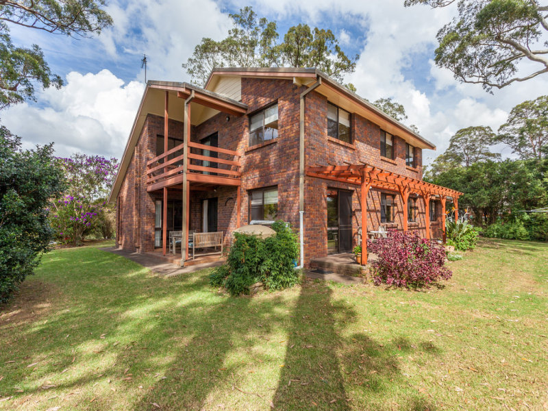 18 Hilltop Crescent, Blue Mountain Heights, Qld 4350