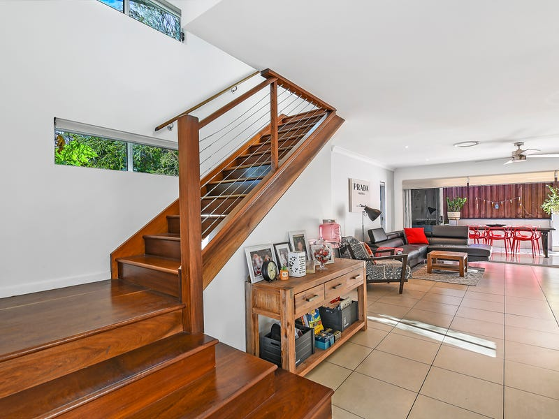 1/84 Falconer Street, Southport, Qld 4215