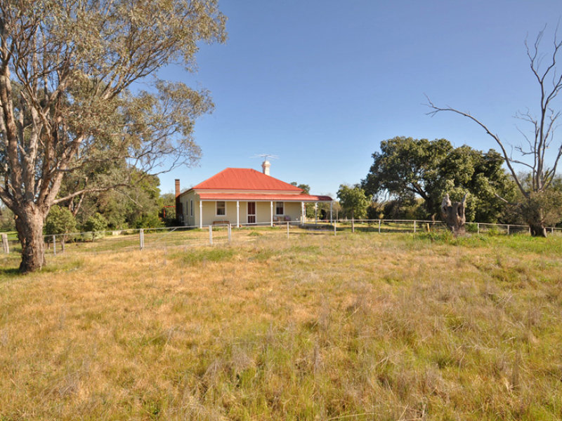 """HILLTOP"" Goldfields Way, Old Junee, NSW 2652"
