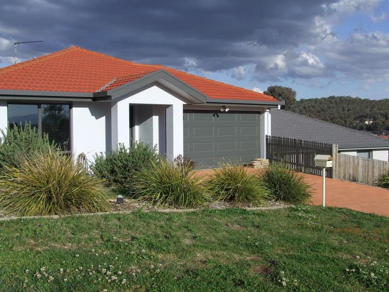 1/4 Urangarra Place, Jerrabomberra, NSW 2619