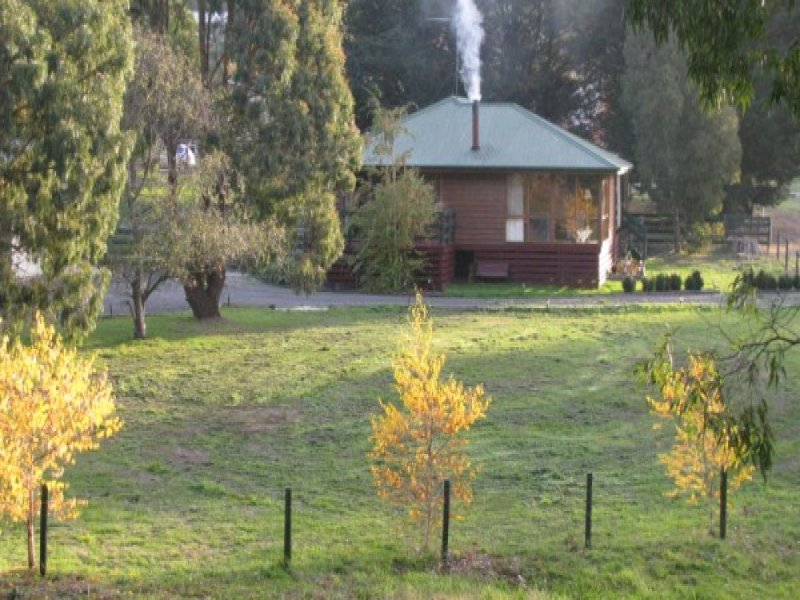4 BLACKHORSE LANE, Mount Egerton, Vic 3352