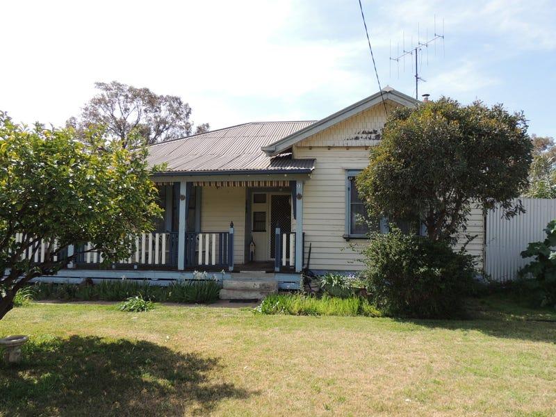 33 Railway Avenue, Sea Lake, Vic 3533