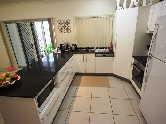 2/8 Admiral Drive, Dolphin Heads, Qld 4740