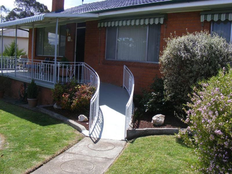 36 Glebe Avenue, Bega, NSW 2550