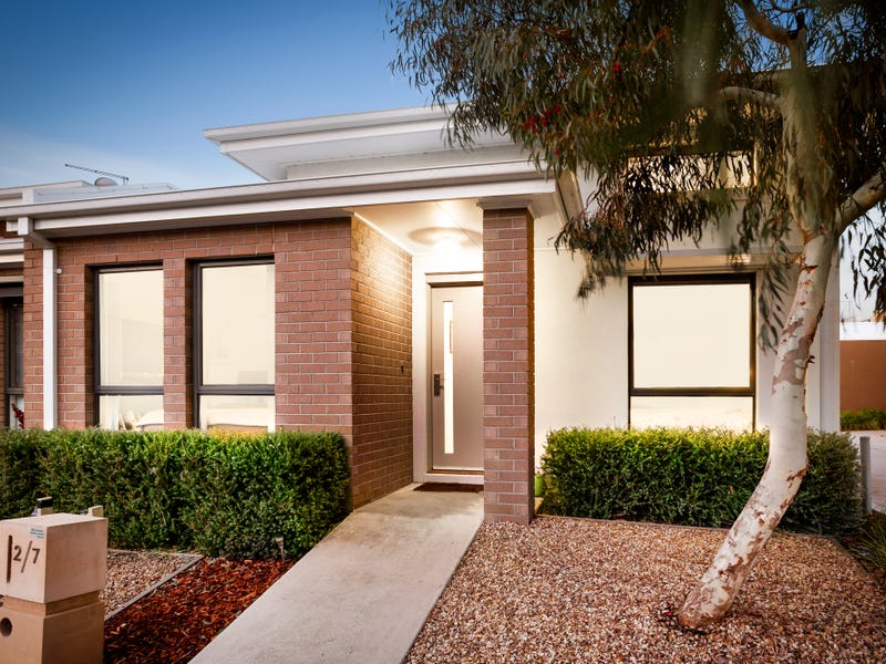 2/7 Cyan Crescent, Officer, Vic 3809