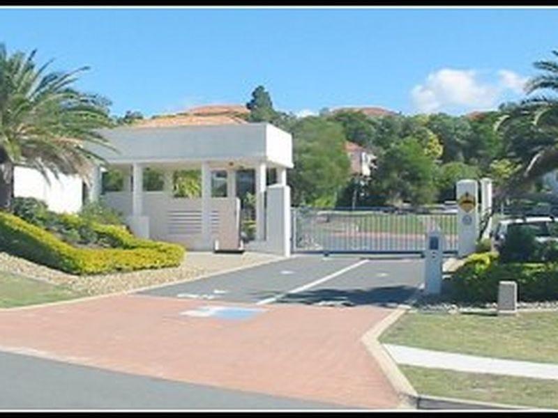 35/2 Studio Drive (Villa Corfu), Pacific Pines, Qld 4211