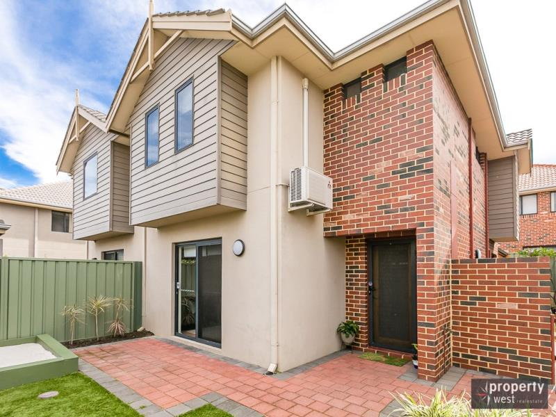 15/40  Hollins Bend, Madeley, WA 6065