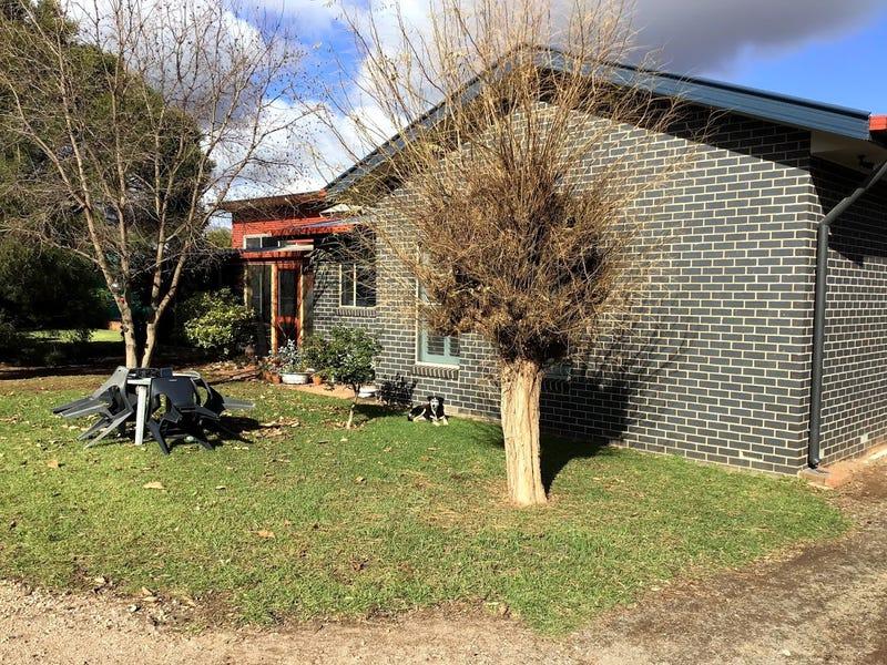 107 CROOK ROAD, Hanwood, NSW 2680