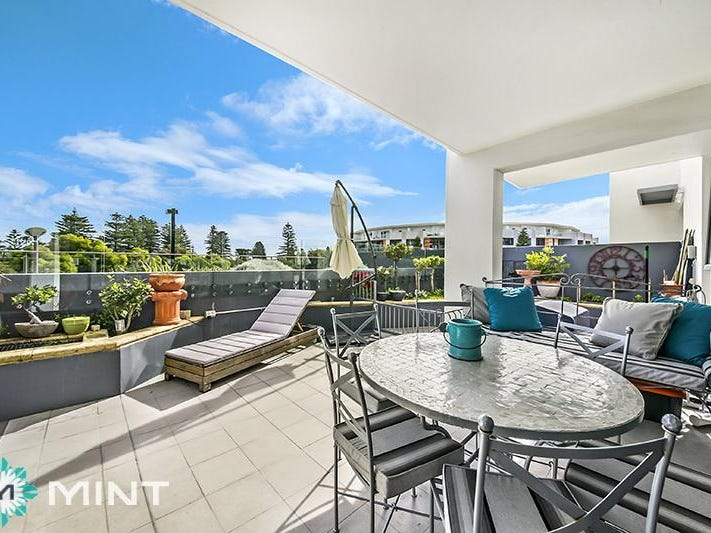 2/20 Enderby Close, North Coogee