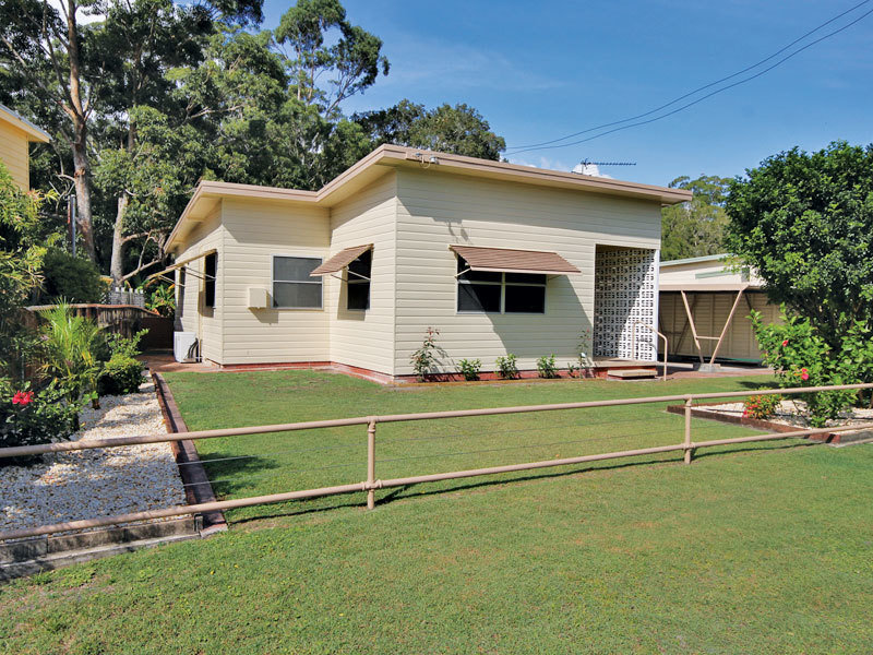 4 Taylor Road, Taylors Beach, NSW 2316