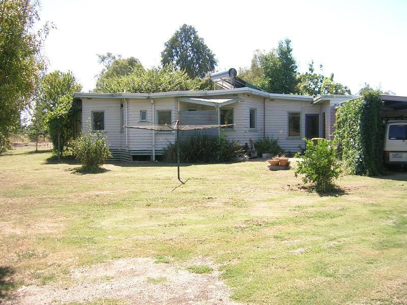 86 Markwood-Tarrawingee Road, Markwood, Vic 3678