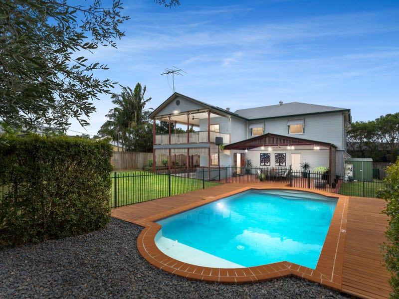 33 Barrack Road, Cannon Hill, Qld 4170