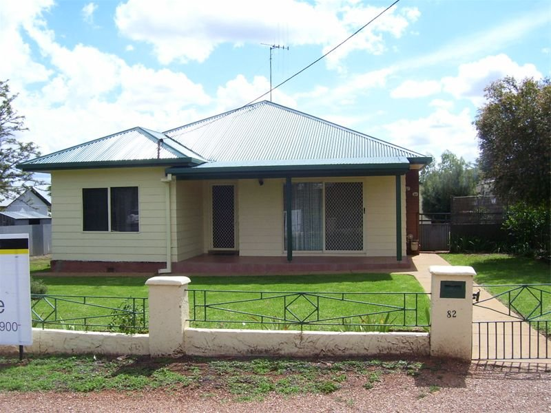 82 High Street, Parkes, NSW 2870