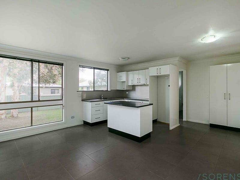 19 Warwick Avenue, Mannering Park, NSW 2259