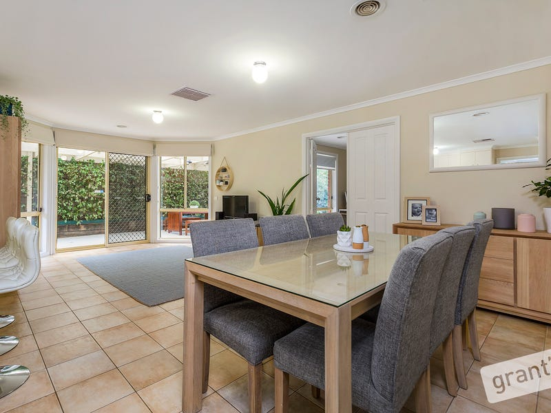 84  Earlsfield Drive, Berwick, Vic 3806