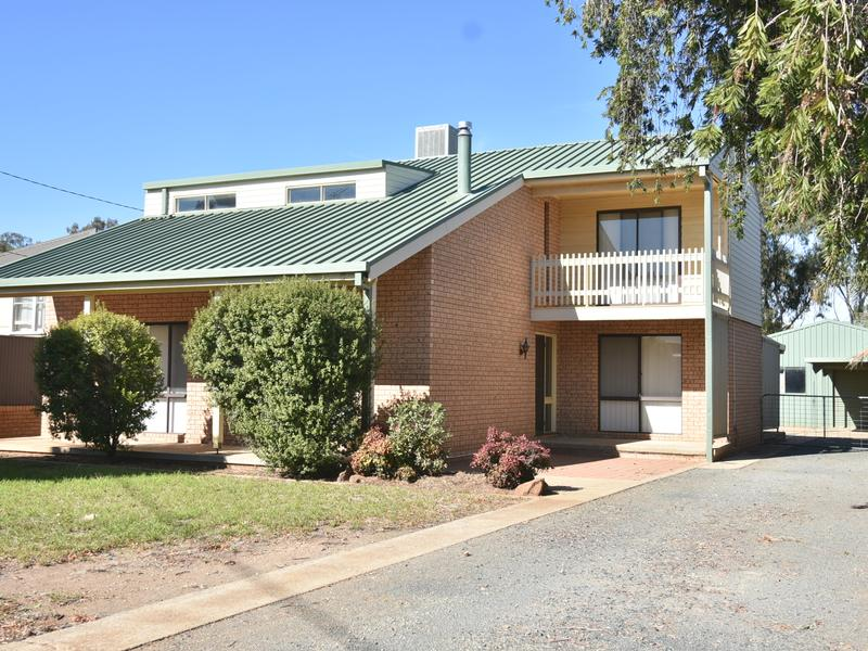 146 Kitchener Road, Temora, NSW 2666