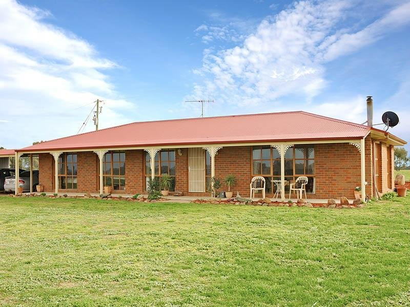 451 Schoolhouse Road, Knowsley, Vic 3523