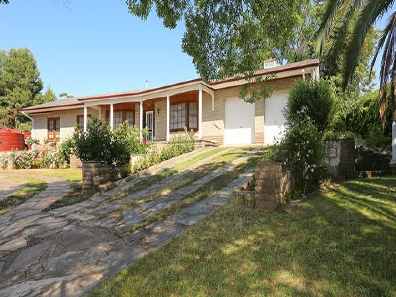 1 Webb Place, Riverton, SA 5412