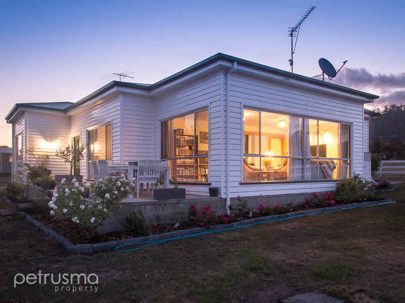 19 Roches Beach Road, Roches Beach, Tas 7170