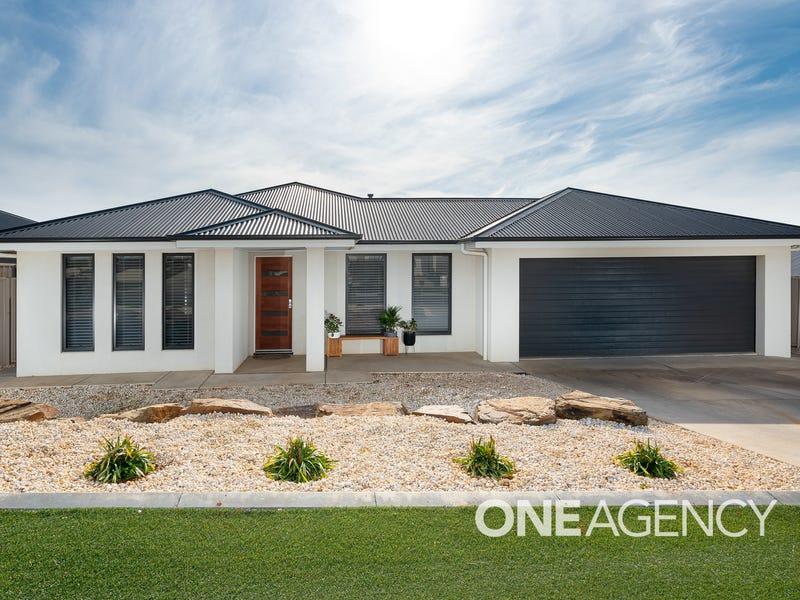 4 HOLLOWS CRESCENT, Lloyd, NSW 2650