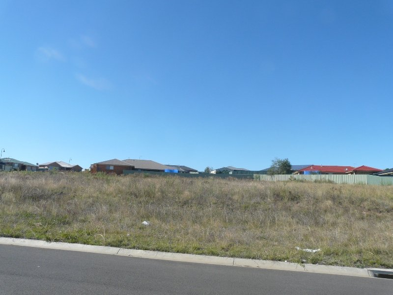 27 (Lot 437) Emerald Drive, Kelso, NSW 2795