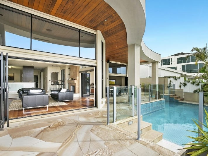 112 Commodore Drive, Paradise Waters