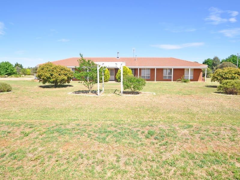 12 De Salis Drive, Junee, NSW 2663