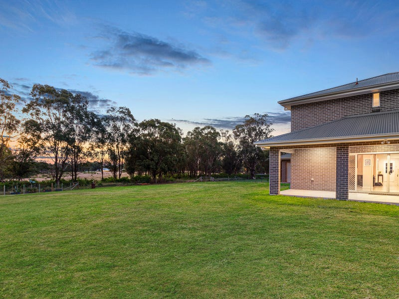 17 Yewens Circuit, Grasmere, NSW 2570