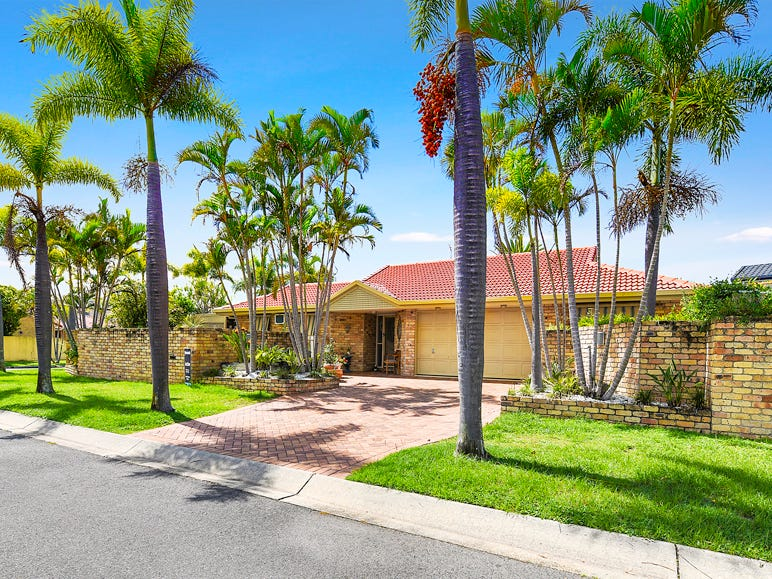 82 Pebble Beach Drive, Runaway Bay, Qld 4216