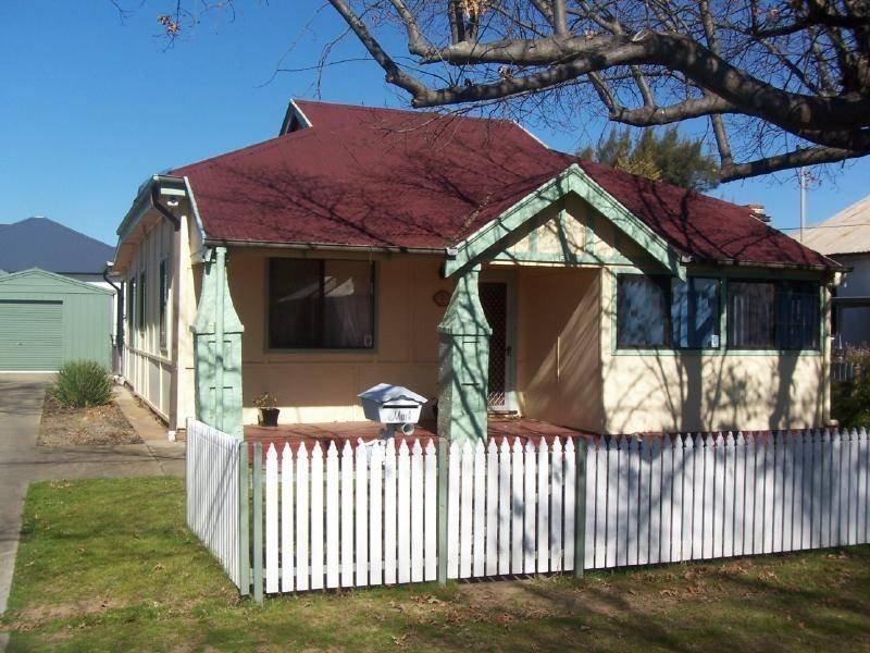 12 Murray Street, Cootamundra, NSW 2590