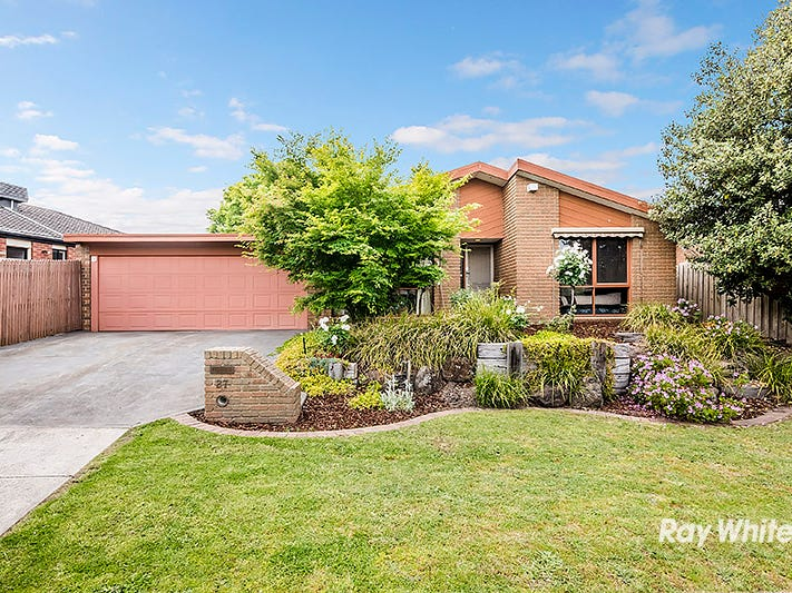 27 Maltravers Crescent, Cranbourne North